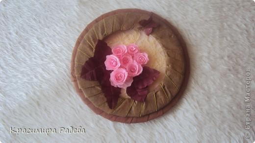 Ето моето най-ново творение- пано и картичка . Подарък за добра приятелка. Розите са правени по МК на aziL . Фотографирах много набързо и качеството не е много добро. фото 3