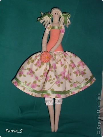 Хочу представить на суд мастериц Страны Мастеров мою первую куклу Тильду. Ее зовут Мила, наверное, потому, что она мне очень мила. Мила -  терпеливая девочка, уж очень долго я ее шила. фото 1