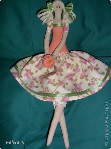Хочу представить на суд мастериц Страны Мастеров мою первую куклу Тильду. Ее зовут Мила, наверное, потому, что она мне очень мила. Мила -  терпеливая девочка, уж очень долго я ее шила. фото 2