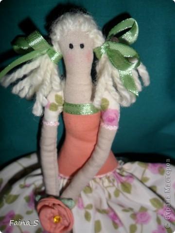 Хочу представить на суд мастериц Страны Мастеров мою первую куклу Тильду. Ее зовут Мила, наверное, потому, что она мне очень мила. Мила -  терпеливая девочка, уж очень долго я ее шила. фото 3