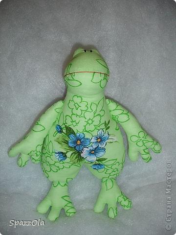 из веселой зеленой тканюшки получилась веселая зеленая лягушка фото 1
