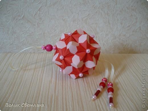 А это красная хризантема))) Книжка Tomoko Fuse - Floral Globe Origami стр. 44-45 фото 2