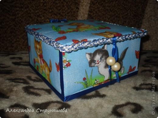 Шкатулка сделана по МК Натальи Ямщиковой (http://stranamasterov.ru/node/196808).Спасибо за подробную инструкцию! Только она больше размером, дно сделано не из потолочной плитки, а из толстого картона от обычной упаковочной коробки. Будет подарена на день рождения одной девушке-сладкоежке, чтобы шоколад и конфеты не лежали просто на столе! фото 2