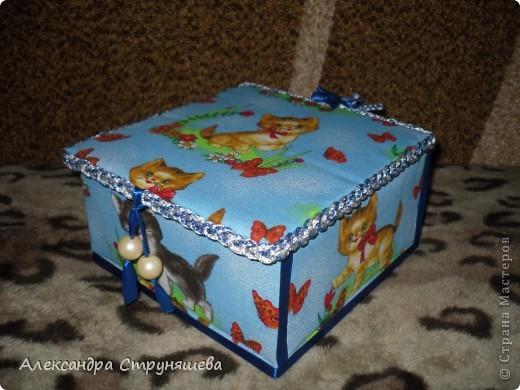 Шкатулка сделана по МК Натальи Ямщиковой (http://stranamasterov.ru/node/196808).Спасибо за подробную инструкцию! Только она больше размером, дно сделано не из потолочной плитки, а из толстого картона от обычной упаковочной коробки. Будет подарена на день рождения одной девушке-сладкоежке, чтобы шоколад и конфеты не лежали просто на столе! фото 3