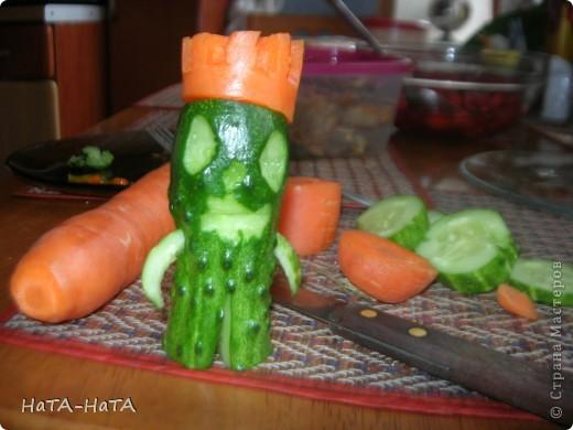 Это мой огуречный человек! У него морковная корона. фото 1