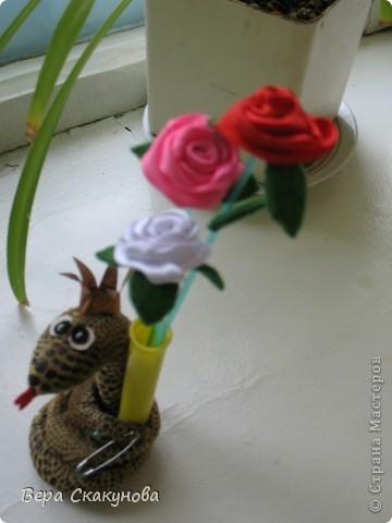 Змейка-игольница с карандашницей и с вазочкой для цветов