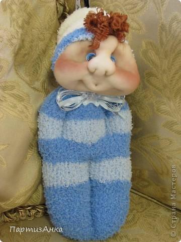 """Представляю новую версию привычных нам носочных кукол. Я соединила обычные махровые носки и скульптурный текстиль. Результат нравится мне больше, чем просто носочные куколки. Одно """"но"""" - теперь они маленьким детям не подходят. фото 6"""