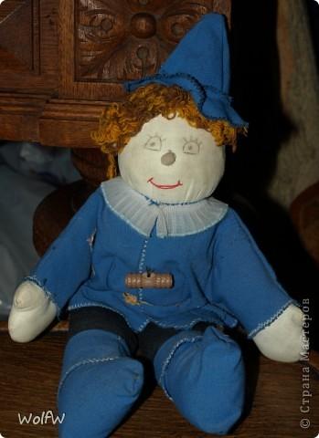 Когда моя дочь, была еще маленькой я ей сшила игрушку. Не так давно Страшилу откопали из закромов.  Сидели ностальгировали) фото 2