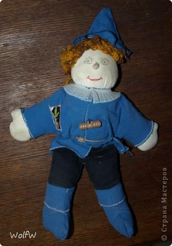 Когда моя дочь, была еще маленькой я ей сшила игрушку. Не так давно Страшилу откопали из закромов.  Сидели ностальгировали) фото 1