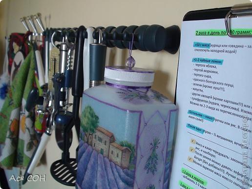 Это баночка из-под собачьих витаминок. Очень уж жалко ее было выкидывать))) Вот поставила в нее букет сирени. фото 2