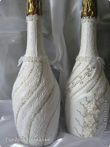 Вот они мои красавицы!!! Очень необычные бутылки выбрали молодые!!! Пришлось повозиться!!! Переделывала несколько раз!!! Не судите строго!!! фото 2