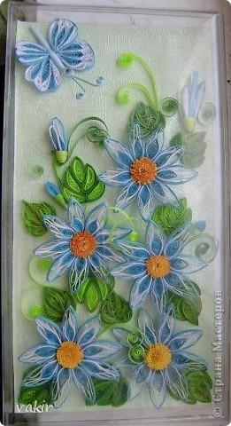 На создание этой композиции меня вдохновили синие цветы Ольги V  http://stranamasterov.ru/node/170589?c=favorite , правда, я их сделала по-своему. Поместила я её в коробку из-под конфет, которую рука не поднялась выбросить, вдруг пригодится... Вот и пригодилась! фото 1