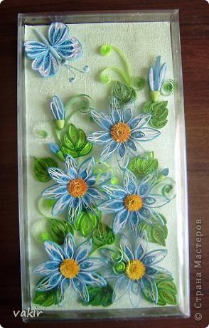 На создание этой композиции меня вдохновили синие цветы Ольги V  http://stranamasterov.ru/node/170589?c=favorite , правда, я их сделала по-своему. Поместила я её в коробку из-под конфет, которую рука не поднялась выбросить, вдруг пригодится... Вот и пригодилась! фото 7
