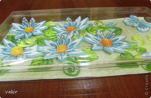 На создание этой композиции меня вдохновили синие цветы Ольги V  http://stranamasterov.ru/node/170589?c=favorite , правда, я их сделала по-своему. Поместила я её в коробку из-под конфет, которую рука не поднялась выбросить, вдруг пригодится... Вот и пригодилась! фото 2