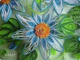 На создание этой композиции меня вдохновили синие цветы Ольги V  http://stranamasterov.ru/node/170589?c=favorite , правда, я их сделала по-своему. Поместила я её в коробку из-под конфет, которую рука не поднялась выбросить, вдруг пригодится... Вот и пригодилась! фото 4