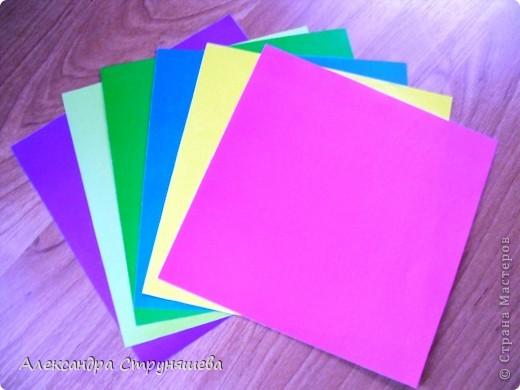 1.Приготовим 6 одинаковых квадратных листов бумаги. фото 1