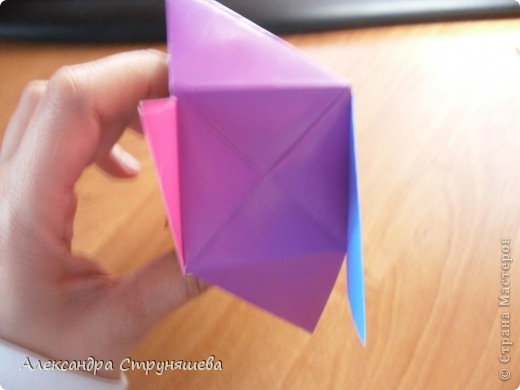 1.Приготовим 6 одинаковых квадратных листов бумаги. фото 30