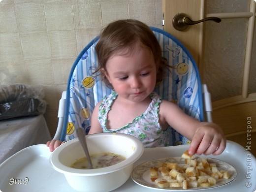 Гренки- это мои помошники в таком нелегком деле, как накормить мою капризульку. С ними она кушает всё!!! фото 2