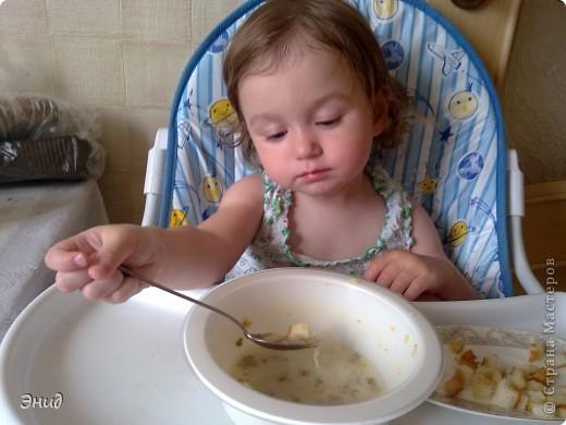 Гренки- это мои помошники в таком нелегком деле, как накормить мою капризульку. С ними она кушает всё!!! фото 5