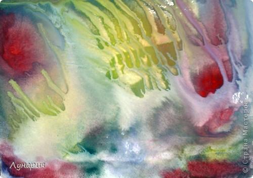 Существует несколько направлений в стилистике монотипии. Все эти направления различаются способом получения отпечатка. Я остановлюсь на самом простом. Нам потребуется: бумага, краска (в моем случае гуашь), кисти, вода и стекло, пластик или другая моющаяся, не впитывающая воду поверхность, которую можно использовать несколько раз. (Дети, нужно помнить что некоторые краски упорно не любят отмываться, поэтому никогда не используйте поверхность стола или пол).  Обязательно приготовьте просторное рабочее место: застелите достаточно большое пространство пленкой, так как неизбежны брызги, кляксы и тому подобные побочные проявления творчества :) , кроме того необходимо место для сушки готовых отпечатков. фото 12