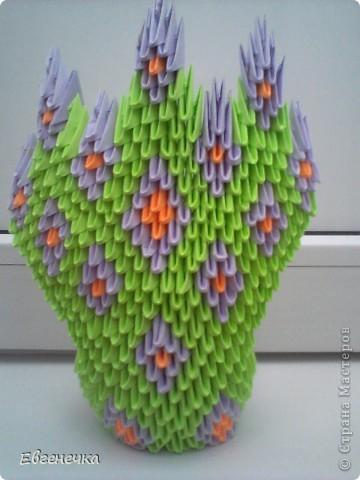 Это и есть мой павлин! На него ушло: примерно 420 зеленых модулей( или 13 листов зеленой бумаги), 224 модуля фиолетовой ( это - 7 листов фиолетовой бумаги), примерно 96 модулей оранжевой бумаги( то есть 3  оранжевых листа). фото 3