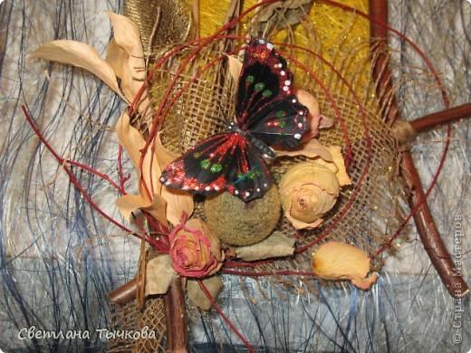 """Рама из связанных между собой веток салеха,основа-сизалевое волокно,украшение-""""""""покупные""""""""бабочки. фото 2"""