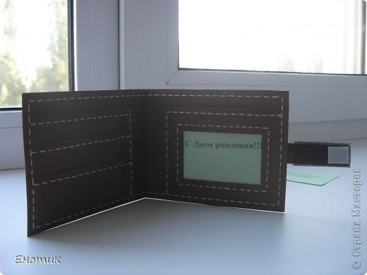 """Здравствуйте! Производство """"кожгалантереи"""" продолжается.))) На этот раз сделала конверт-портмоне для начальника нашего подразделения. Декор практически отсутствует: добивалась максимального сходства с настоящим мужским кошельком. Использовала бумагу для пастели--нравится, что в сочетании со строчкой она очень напоминает кожу. фото 7"""