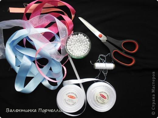 Нам понадобятся-ножницы,ленты различные,нитки,иголка,иголка-булавка,бусины. фото 1