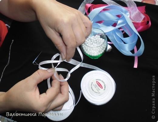 Нам понадобятся-ножницы,ленты различные,нитки,иголка,иголка-булавка,бусины. фото 6