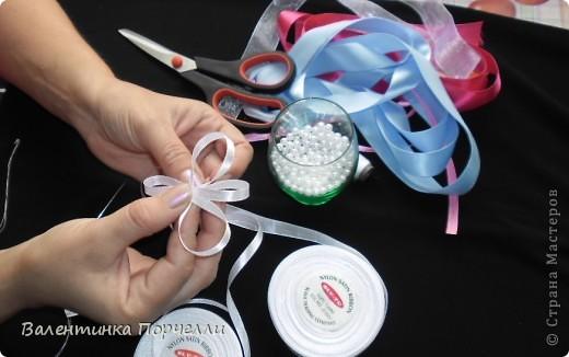 Нам понадобятся-ножницы,ленты различные,нитки,иголка,иголка-булавка,бусины. фото 7