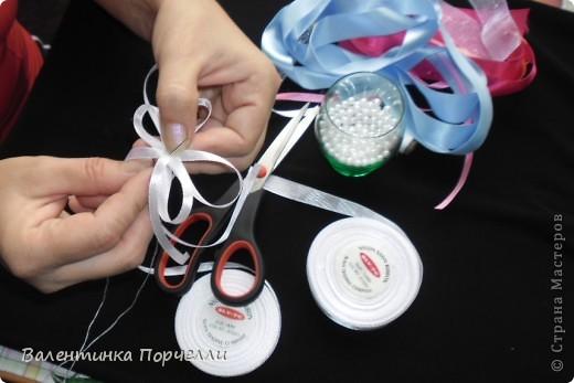 Нам понадобятся-ножницы,ленты различные,нитки,иголка,иголка-булавка,бусины. фото 8