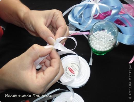 Нам понадобятся-ножницы,ленты различные,нитки,иголка,иголка-булавка,бусины. фото 11