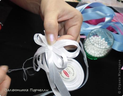 Нам понадобятся-ножницы,ленты различные,нитки,иголка,иголка-булавка,бусины. фото 14