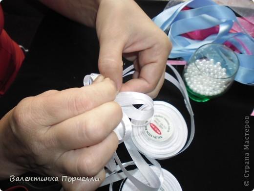 Нам понадобятся-ножницы,ленты различные,нитки,иголка,иголка-булавка,бусины. фото 15