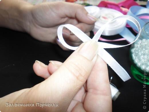 Нам понадобятся-ножницы,ленты различные,нитки,иголка,иголка-булавка,бусины. фото 26
