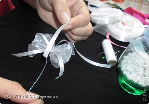 Нам понадобятся-ножницы,ленты различные,нитки,иголка,иголка-булавка,бусины. фото 28