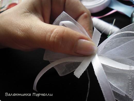 Нам понадобятся-ножницы,ленты различные,нитки,иголка,иголка-булавка,бусины. фото 29