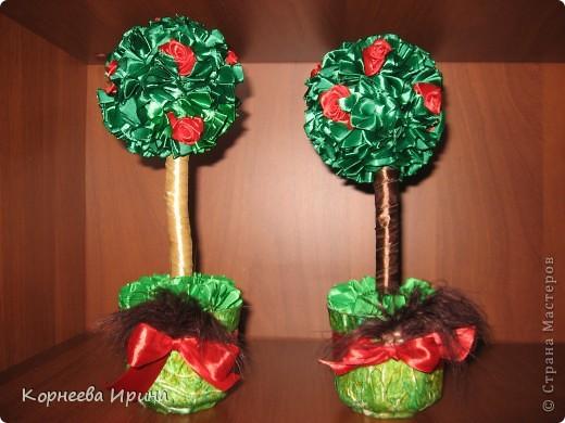 Сделала два одинаковых дерева, чтобы можно было кому-нибудь подарить, а то все разные и жалко расставаться с ними фото 1