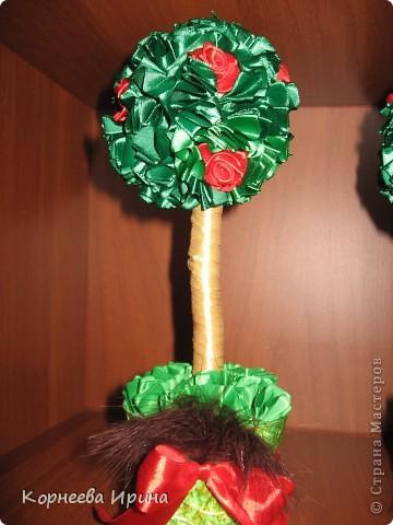 Сделала два одинаковых дерева, чтобы можно было кому-нибудь подарить, а то все разные и жалко расставаться с ними фото 3