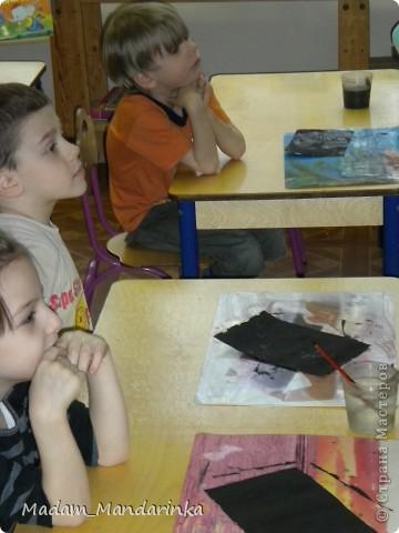 старательно покрываем фон))) очень уж дети удивились необходимости все закрасить черным) фото 2