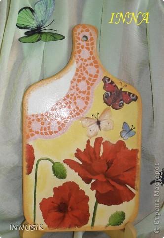 Не знаю краше ангельских цветов,  Которые зовутся красным маком ...  Нежнее не встречала лепестков -  Блестящих, как покрытых лаком...   Вот такую досочку мне  захотелось сделать летом))). Ниже даю описание своей работы. фото 1