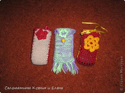 Клатчи. В белом клатче, основа бамбуковая салфетка, ее я обшила подкладочной тканью, застежка- магнит от старой сумки. Красные цветоки из остатков х/б пряжи. Связан спицами. фото 10