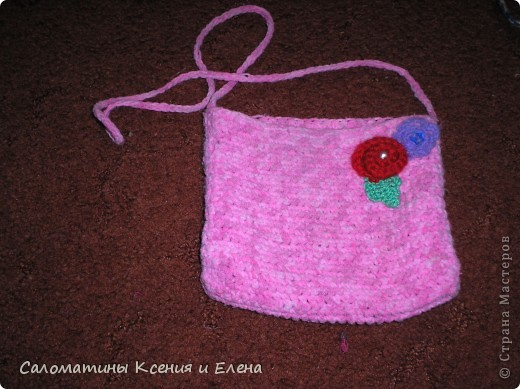 Клатчи. В белом клатче, основа бамбуковая салфетка, ее я обшила подкладочной тканью, застежка- магнит от старой сумки. Красные цветоки из остатков х/б пряжи. Связан спицами. фото 8