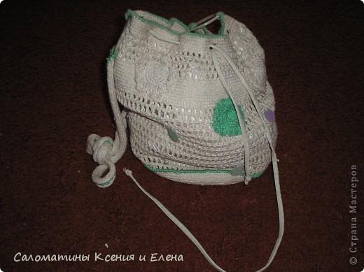 Клатчи. В белом клатче, основа бамбуковая салфетка, ее я обшила подкладочной тканью, застежка- магнит от старой сумки. Красные цветоки из остатков х/б пряжи. Связан спицами. фото 6