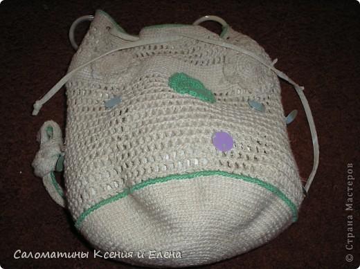 Клатчи. В белом клатче, основа бамбуковая салфетка, ее я обшила подкладочной тканью, застежка- магнит от старой сумки. Красные цветоки из остатков х/б пряжи. Связан спицами. фото 7
