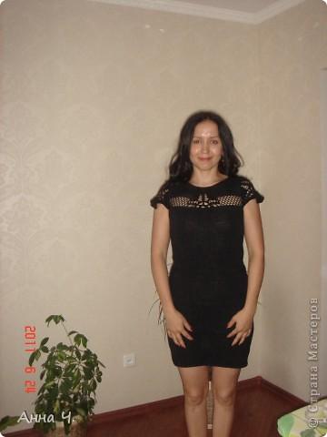 Это платье вязала давно, наконец-то удалось сфотографировать. Рукав должен был быть длиный, но обладательница  этого плтья захотела оставить короткий ажурный. фото 3