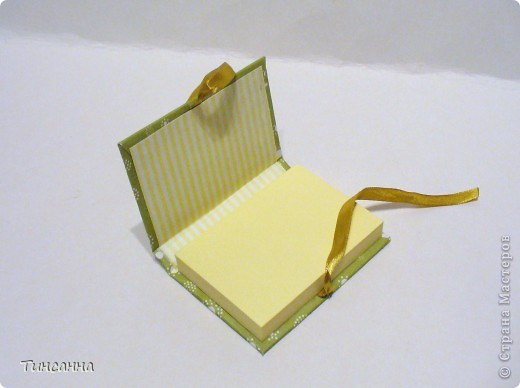 Посмотрела МК Анки Партизанки http://stranamasterov.ru/node/145357?tid=451 и попробовала сделать по нему блокнотики. Блокнот с розами сделан как в МК, а блокнот со стрекозой имеет на 10листов больше. Ниже расскажу как его сделала. фото 9