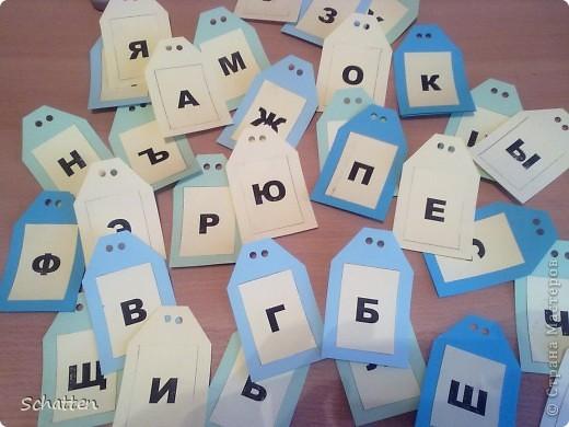 После изучения букв в целом, мы решили заняться из разделением. Поэтому я сделала вот такие бирочки разного цвета (жаль светло-розовой бумаги у нас нет, пришлось довольствоваться желтой). фото 1