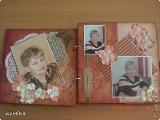 Воодушевилась на создание альбома после просмотра альбома Дватаи  http://stranamasterov.ru/node/107966?c=favorite. Что-то слизано (проститие, Анастасия, просто на Ваших работах учусь), но старалась в основном создать свое творение. Вот обложка. Бумага текстурная, смотрится очень здорово. Делалось все на картонной заготовке для альбома. фото 2
