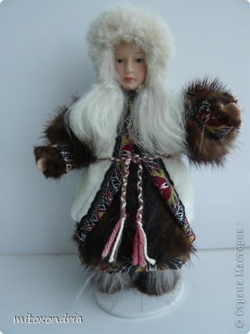 Мне очень хотелось иметь куклу в национальной ненецкой одежде, я несколько раз видела таких, но в продаже не встречала. И решила сделать сама! фото 1